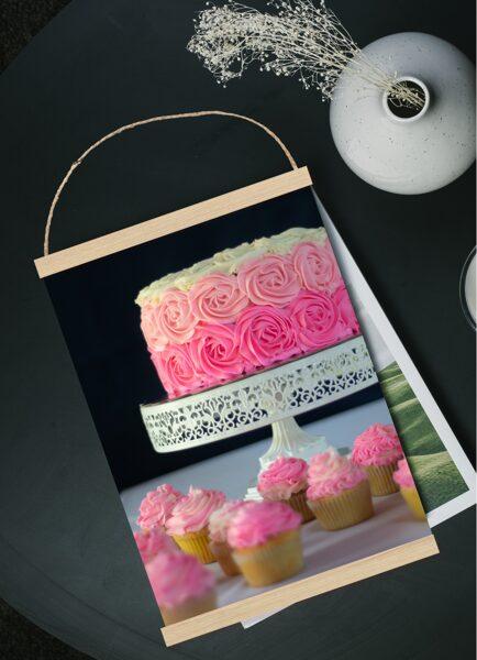 Rozā torte un keksiņi